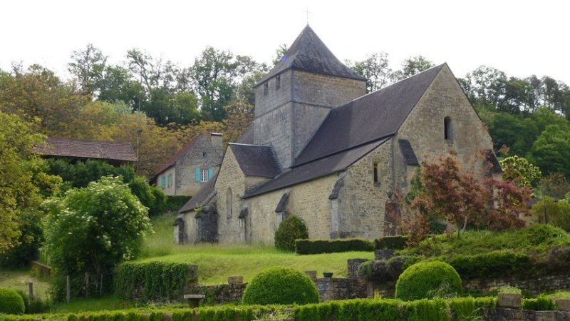 01-walk_travel-perigord-church_sainte-mondane