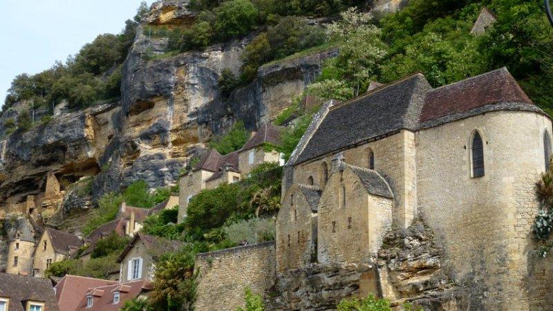 02-la_roche-gageac-dordogne-perigord-natural_cliffs