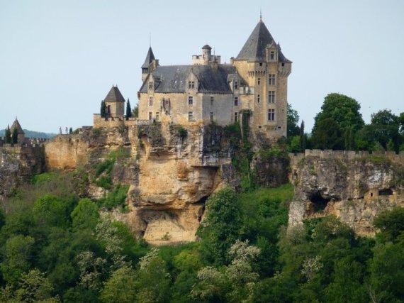 04-walking_holidays_france-perigord-montfort_castle