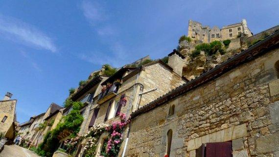 08-visit_beynac_castle