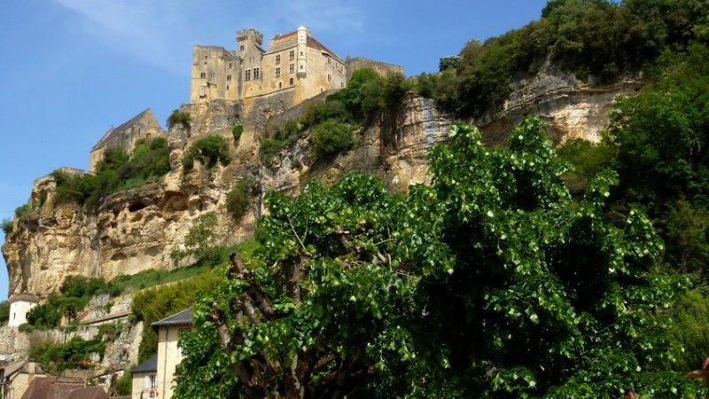 09-visit_france-beynac-sheer_cliff
