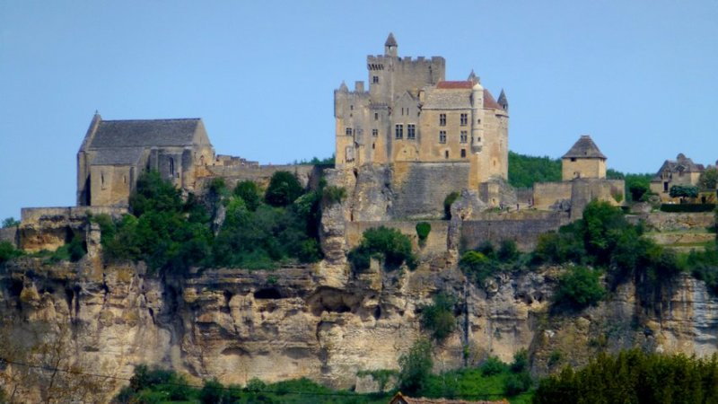 11-hiking_trip_in_france-old_castle-beynac