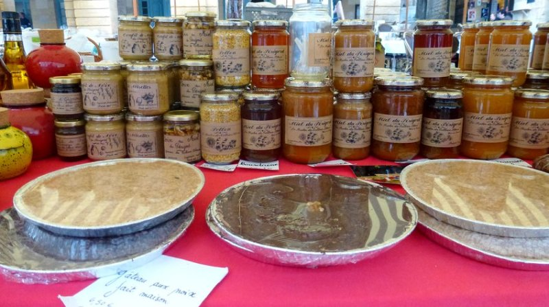 14-perigord-sarlat_market-french_products