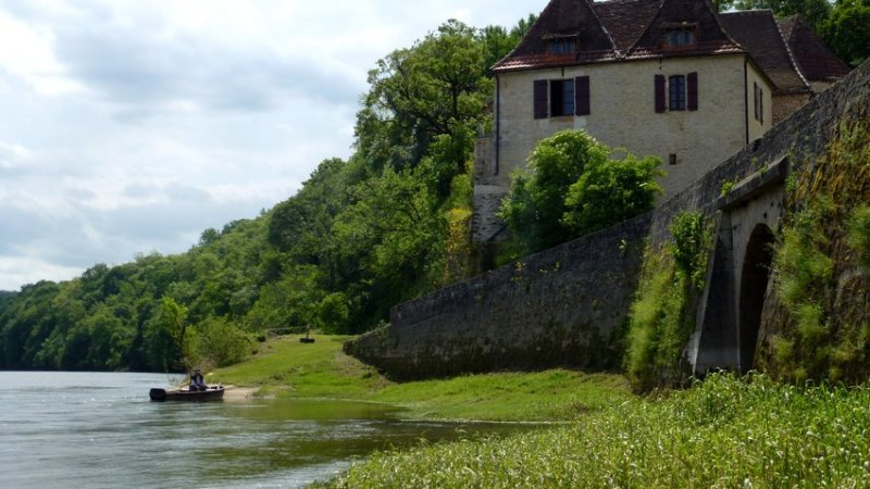 16-happy_fisherman_on_river_dordogne