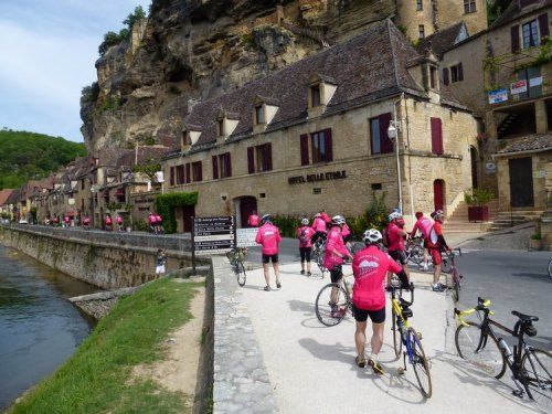 18-bike_travel_in_france-perigord-la_roche_gageac