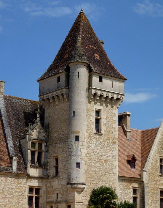 21-discover_france_springtime-milandes_old_castle