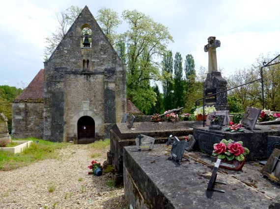 22-walking_biking_holidays_france-old_cemetery