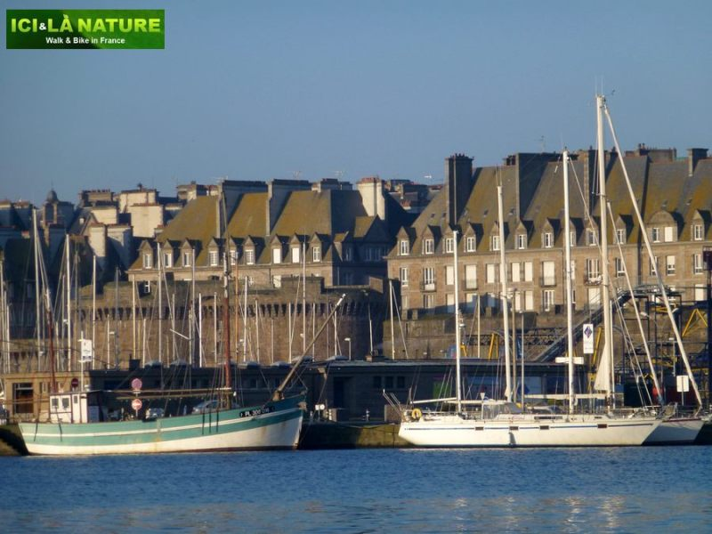 05-cycling_routes_in_brittany_france-saint-malo