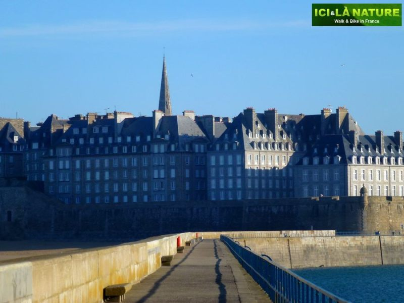 33-brittany_cycling_france-saint-malo