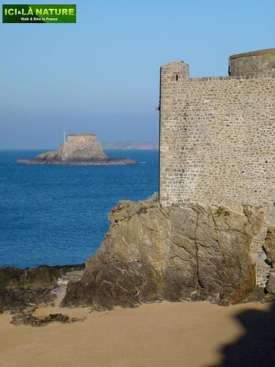 38-france_biking_tours-saint-malo-brittany