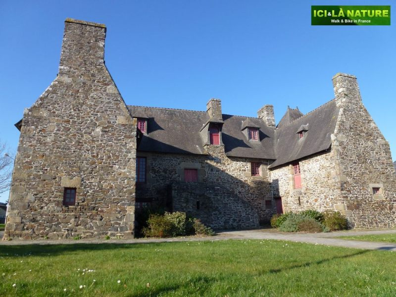 41-old_house_in_brittany-dol-de-bretagne_near_mount-saint-michel