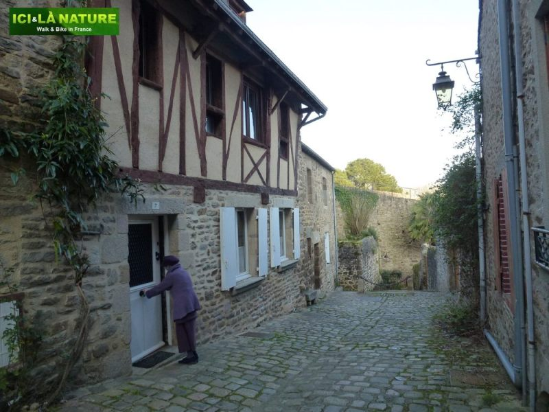 65-medieval_houses_in_brittany_biking-mount-saint-michel