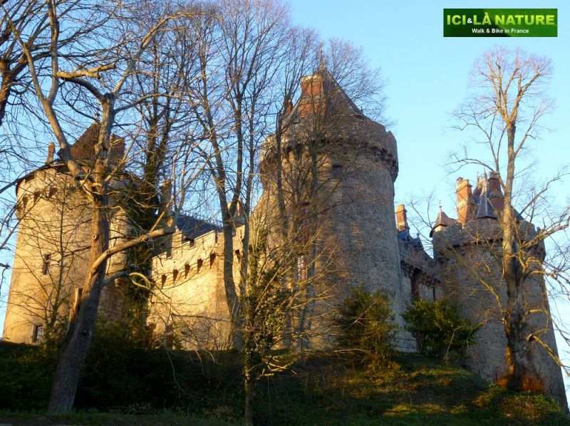 75-biking_in_france-combourg_castle-brittany