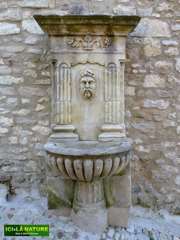 06-fountain_provence-lacoste