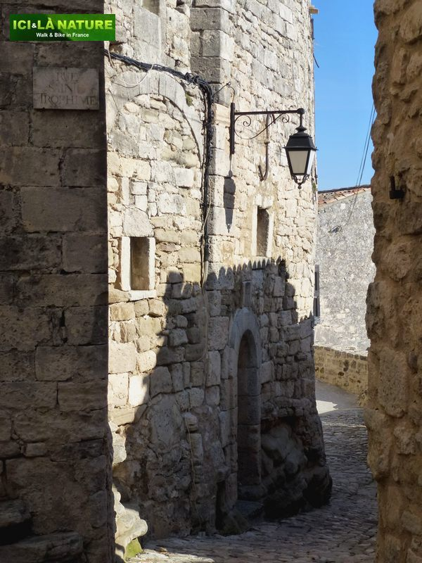 06-medieval_street_provence-lacoste