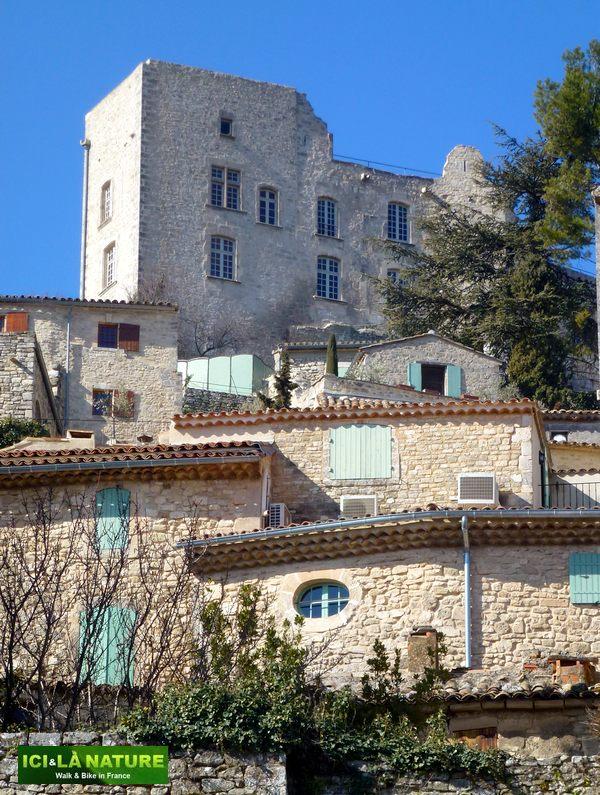 12-sade-castle-provence-lacoste
