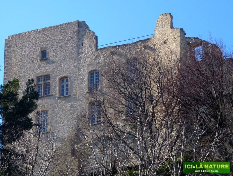 21-windows-castle_marquis_de_sade-lacoste