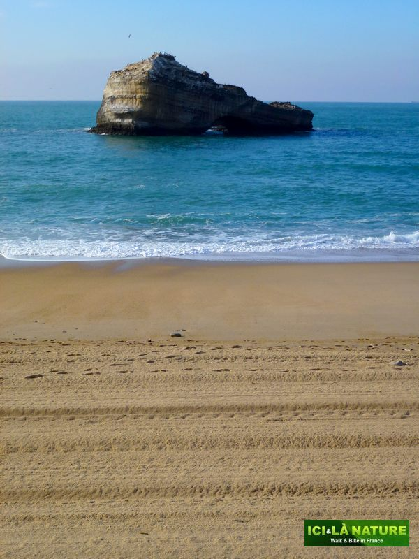 32-biarritz-walking_in_france