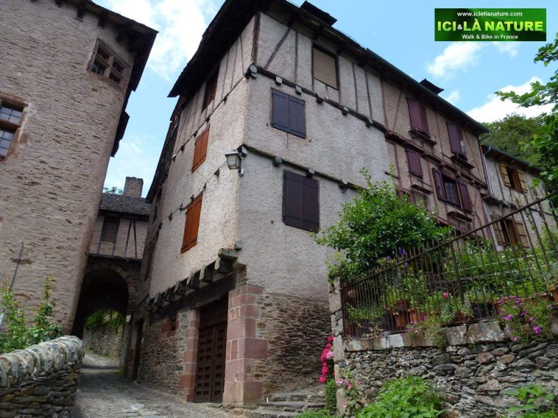 03-walking-the-way-conques