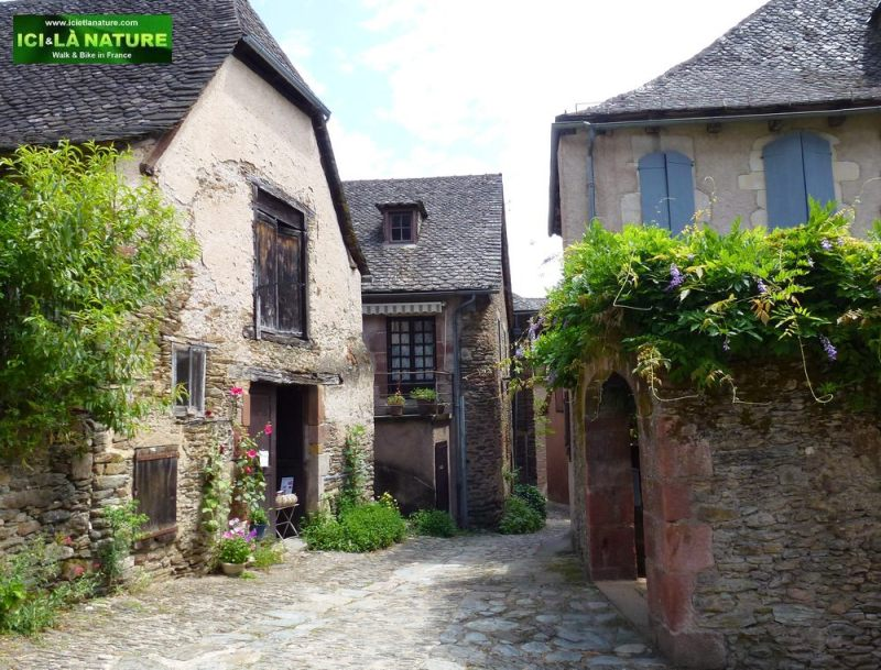 05-camino-medieval-street-conques