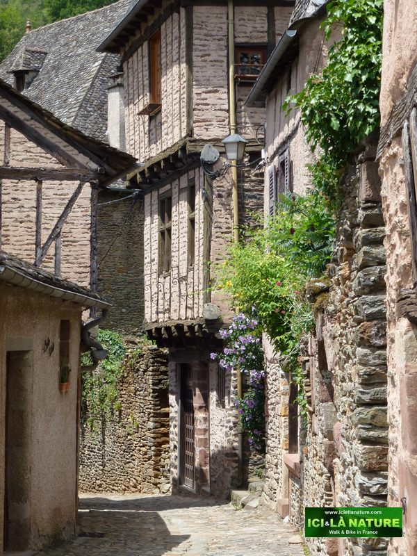 11-old-street-camino-conques