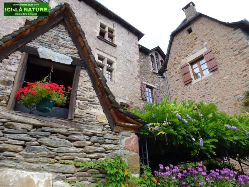 17-conques-on-camino-frances