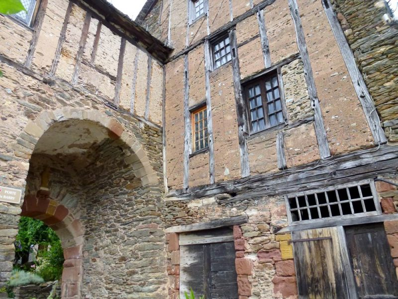20-conques-old-house