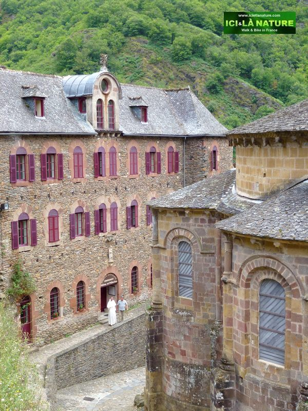 25-walking-the-way-on-french-camino-conques