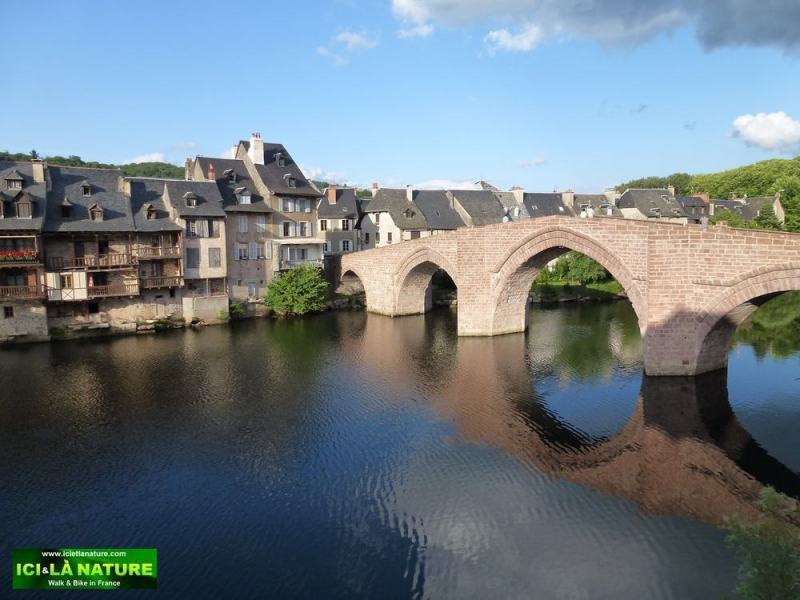 01-walking in france -old bridge-espalion