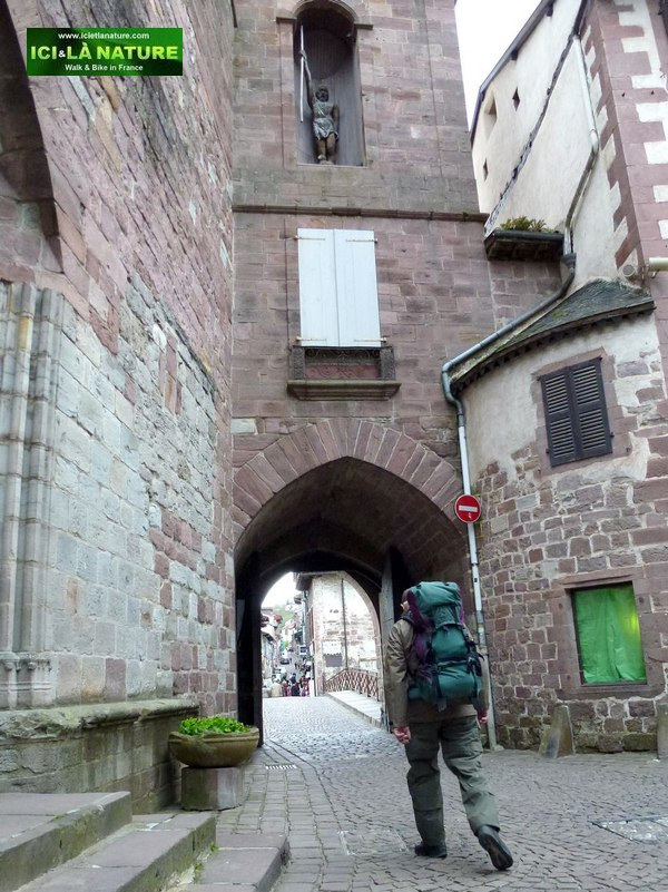 04-hiking-camino frances-spain door-st jean