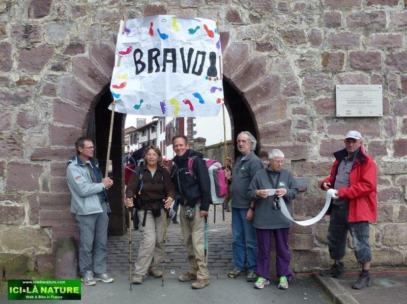 11-camino frances pilgrims door