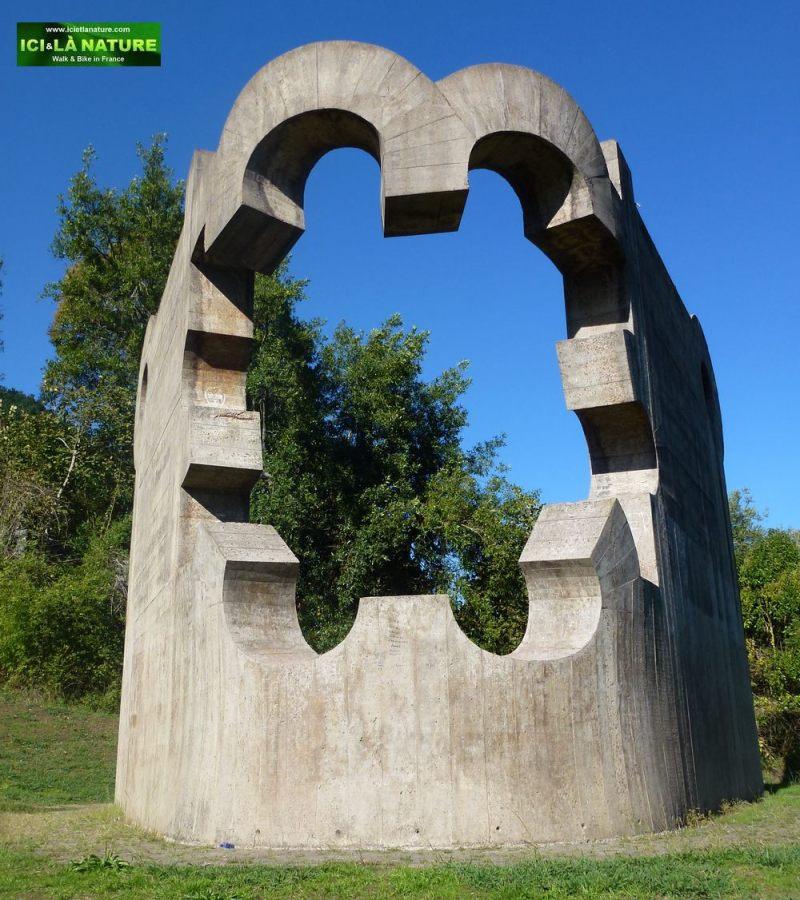 11-guernica-gernika-Eduardo Chillida's Sculpture -Parque De Los Pueblos De Europa