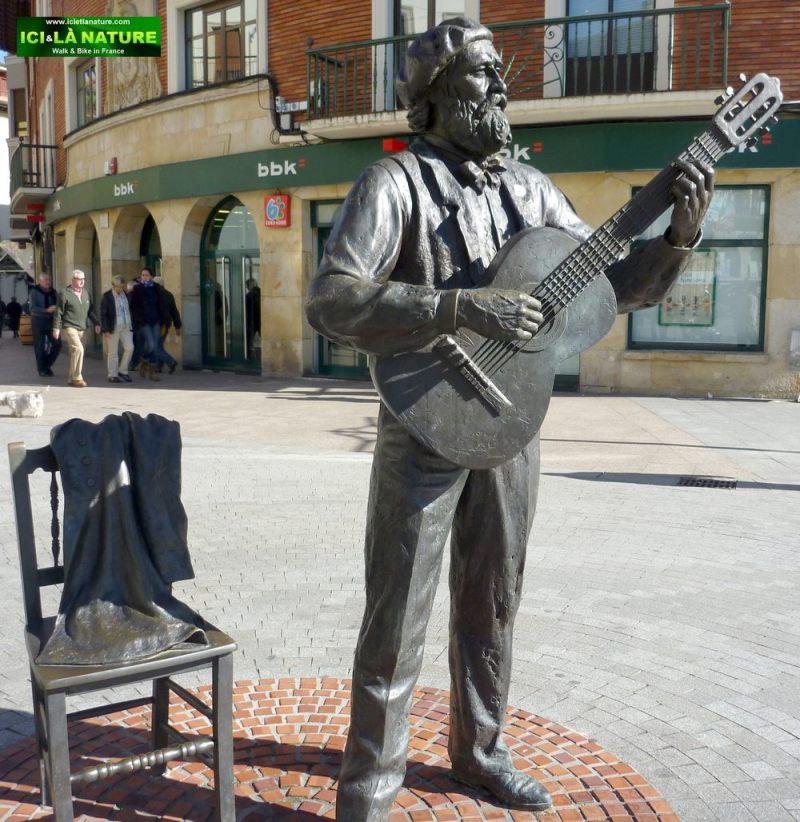 12-statue Jose Maria Iparragirre gernika