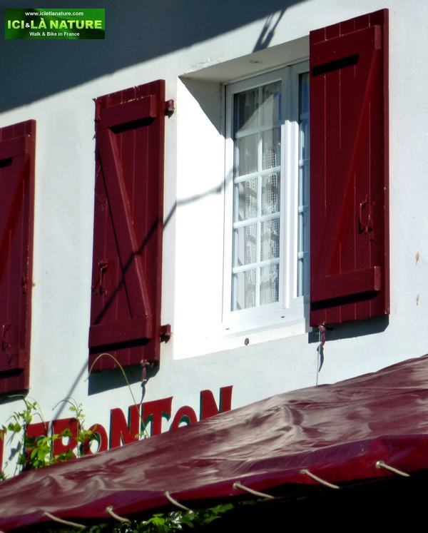 24-window hotel fronton itxassou