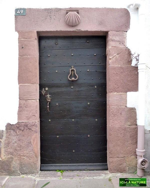 28-door-48-citadel-street-saint-jean pied de port