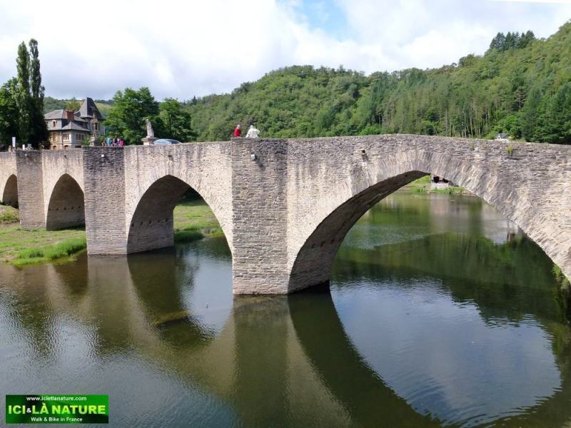 31-travel walk in france -ici et la nature estaing aveyron