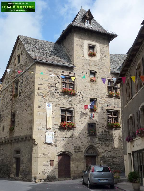 40-town hall estaing