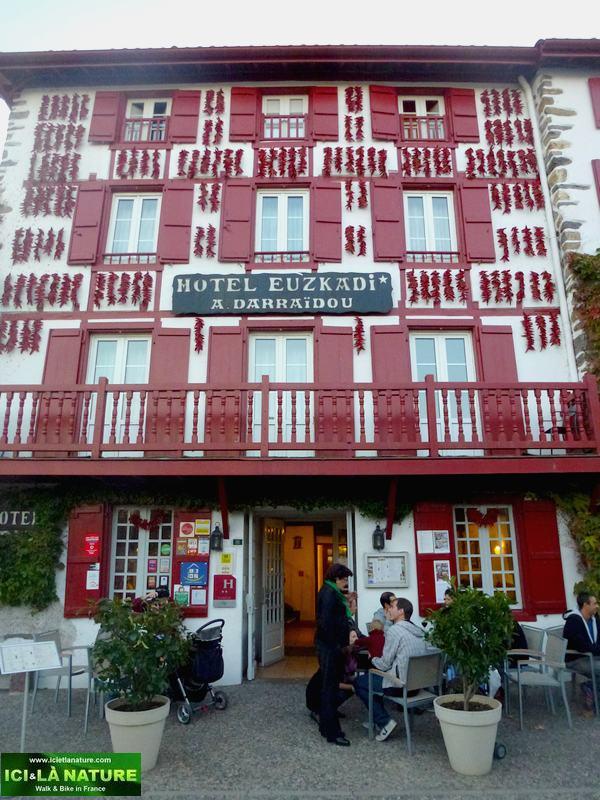 43-espelette hotel euzkadi