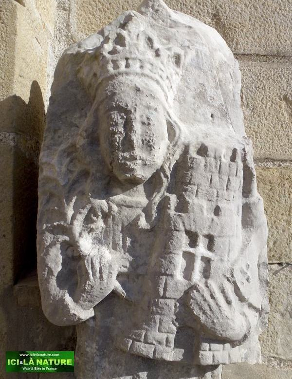 63-middle ages statue urrugne