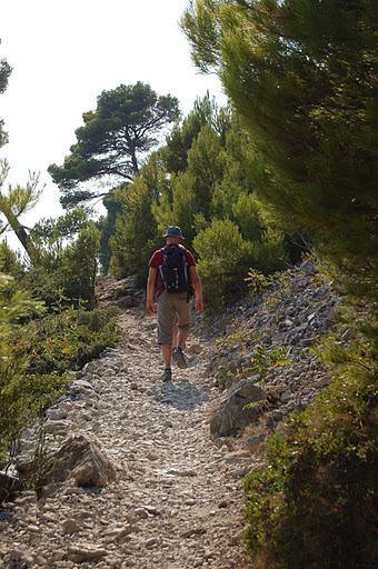 33-hiking holidays mediterranean sea france