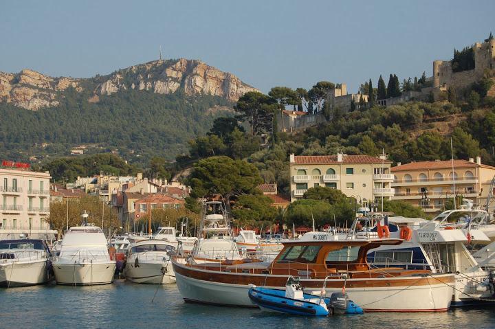 53-walk in provence creeks marseille