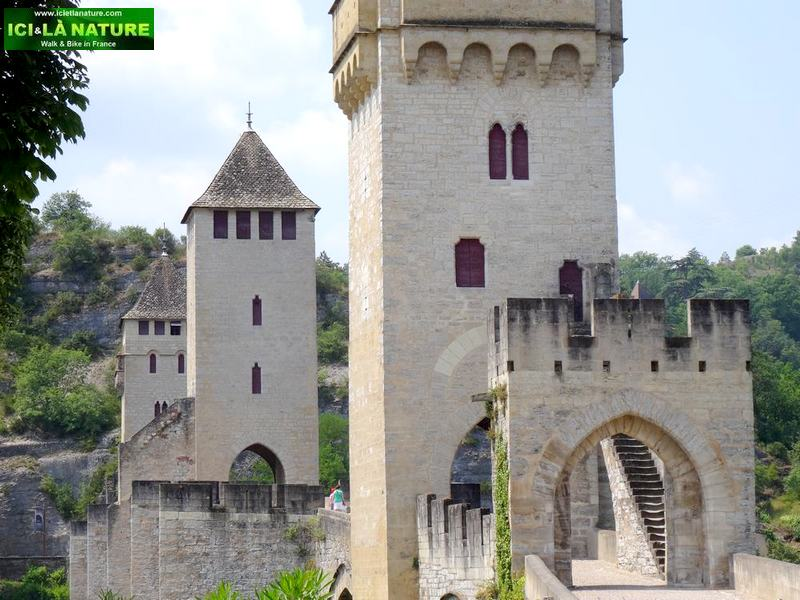 59-landscape france cahors valentrey bridge