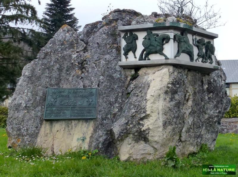 monument charlemagne roncevaux pyrenees
