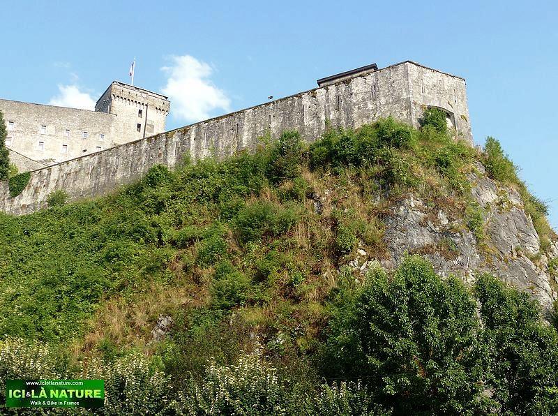 23-discover lourdes castle