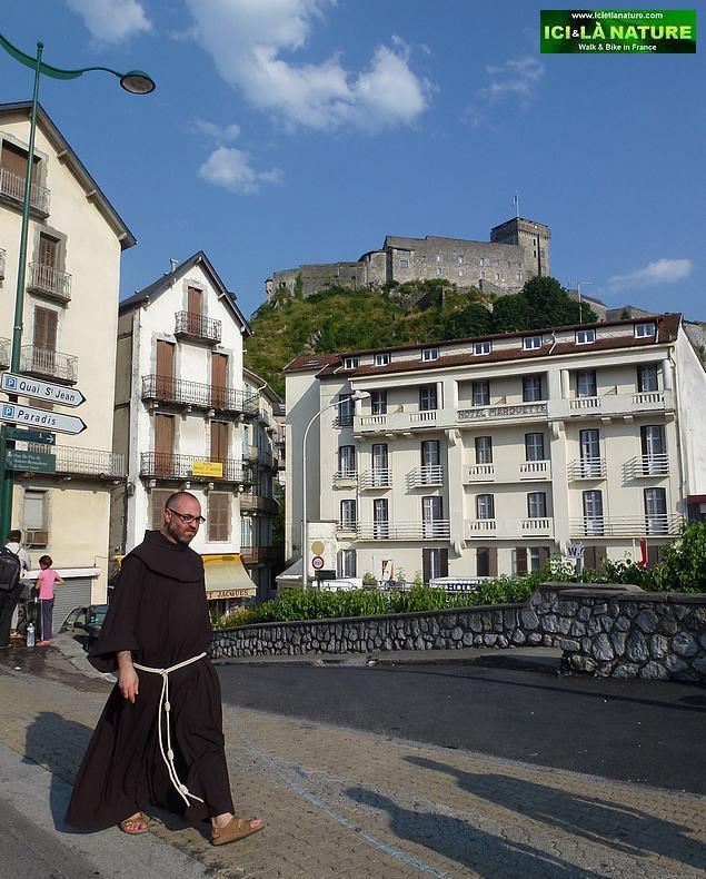 30-walking lourdes castle