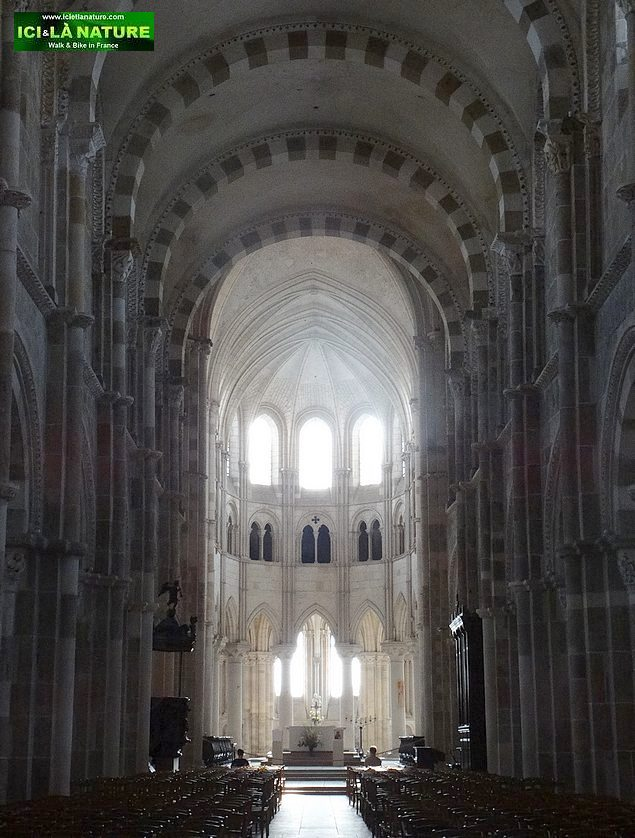 60-basilica vezelay nave
