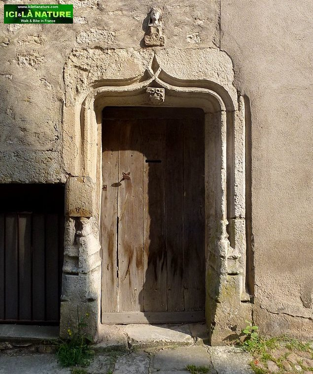 70-old door vezelay