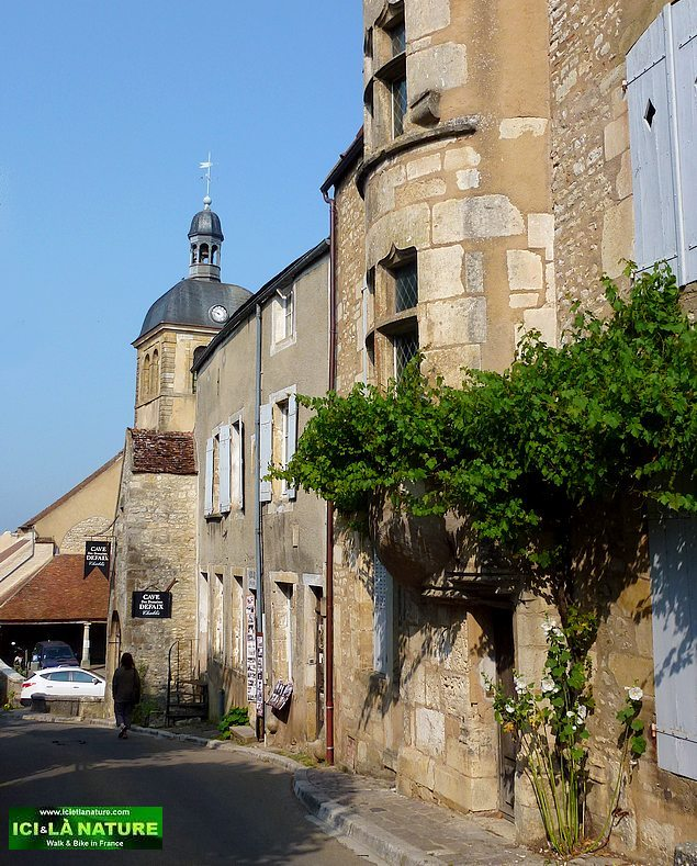 71-old street vezelay