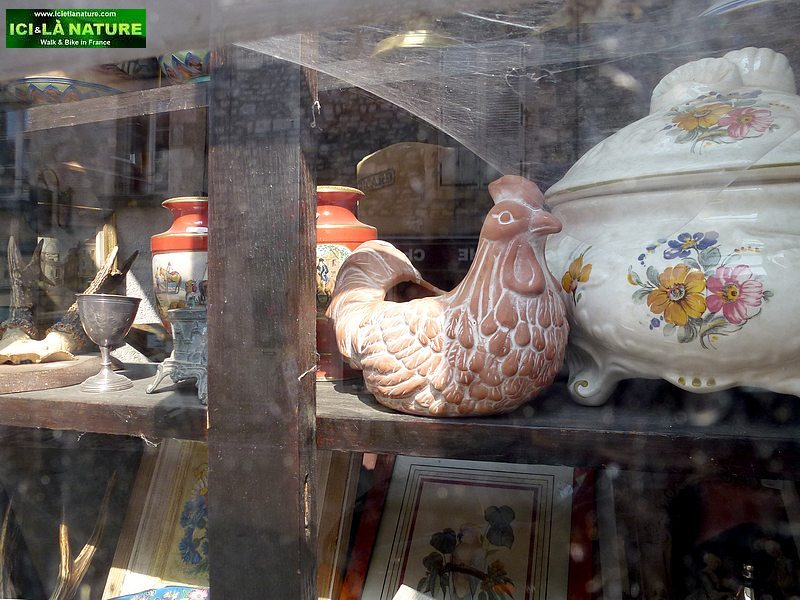 75-antique shop vezelay