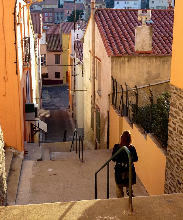 05-walking holidays south france mediterranean sea